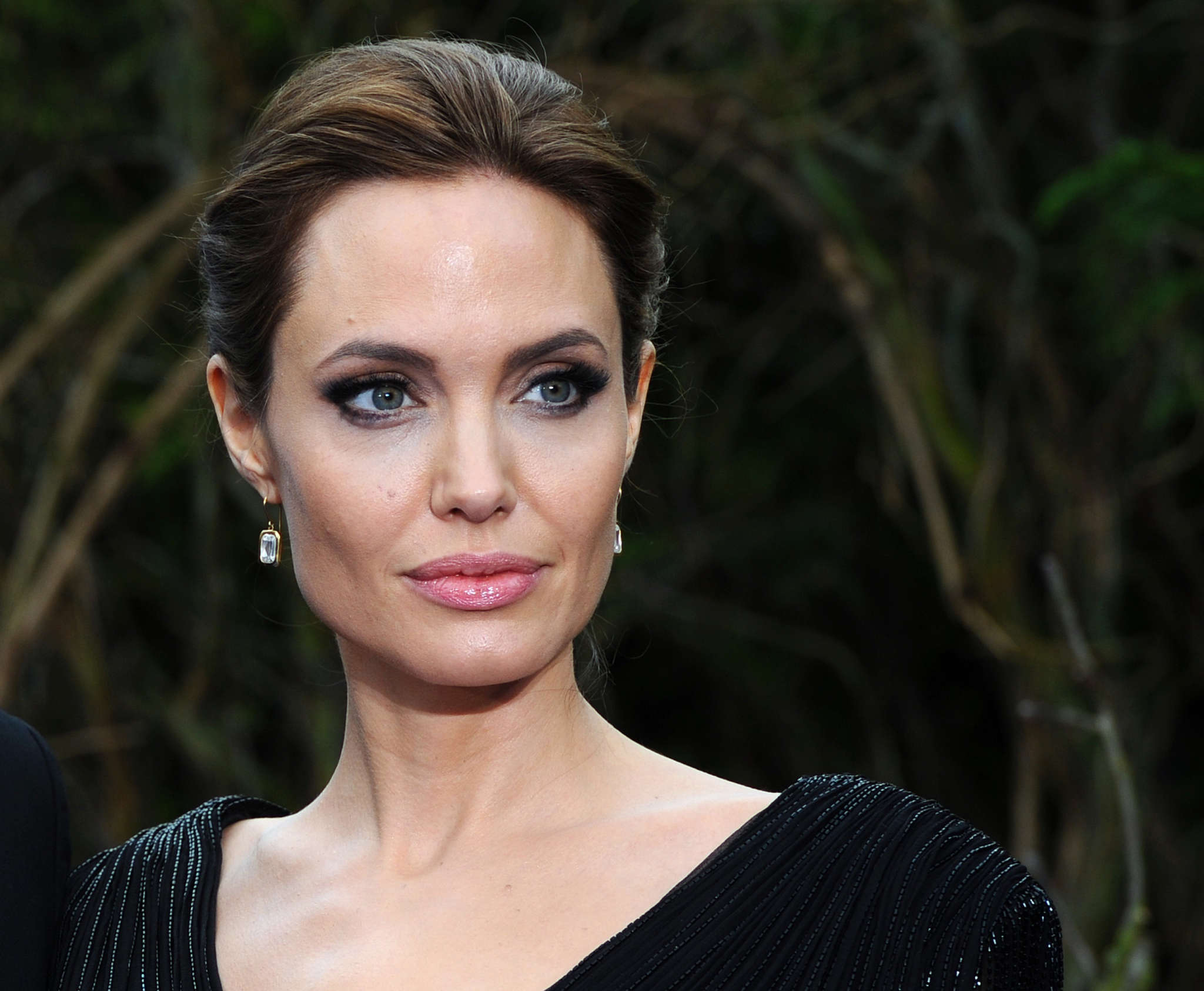 angelina-jolie-writes-powerful-essay-about-domestic-violence-amid-the-pandemic