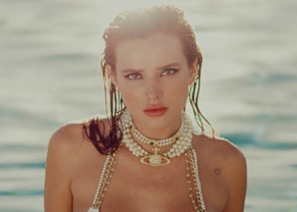 bella-thorne-wears-a-beach-bunny-two-piece-bathing-suit-and-gets-over-one-million-views