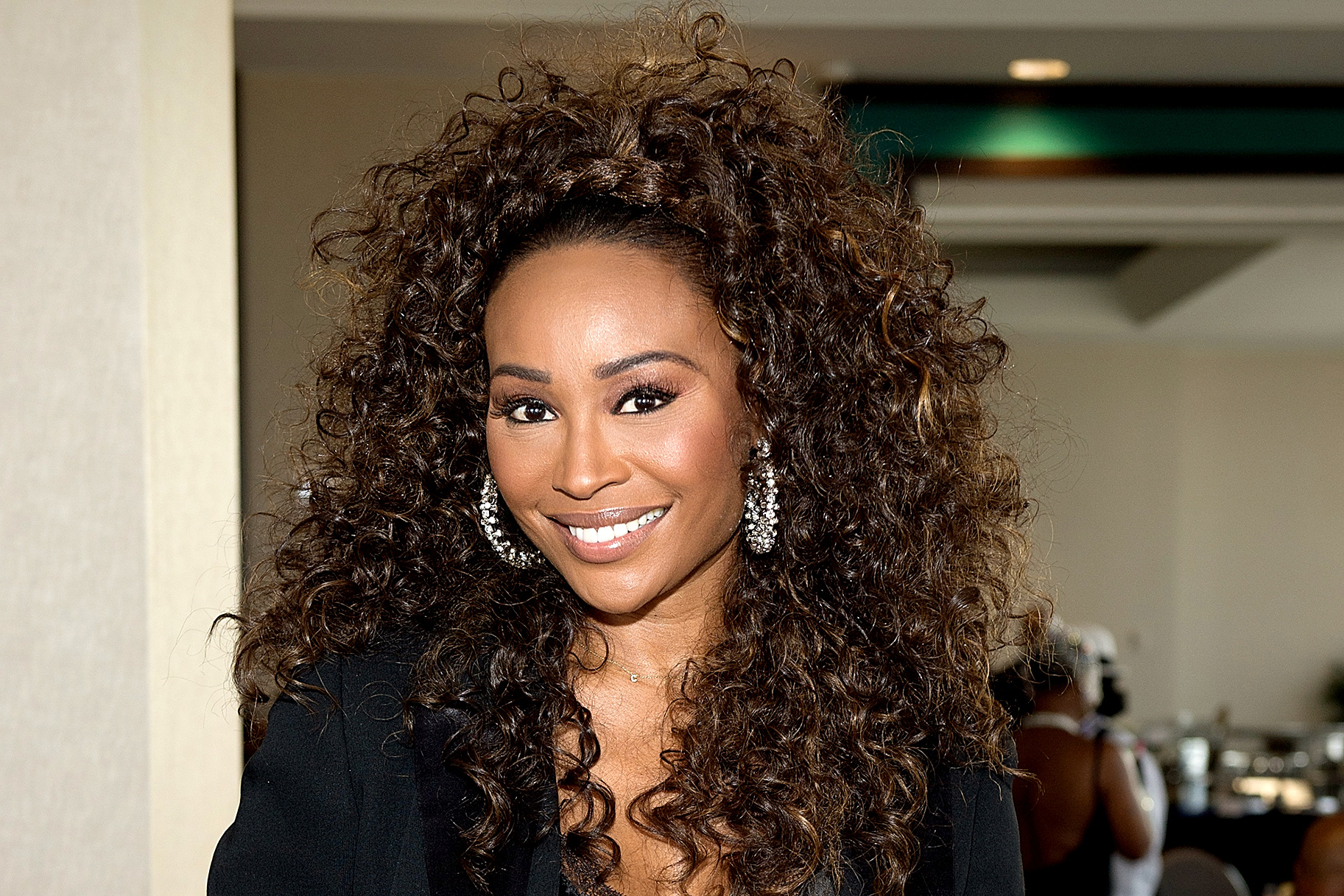 cynthia-bailey-sparks-pregnancy-rumors-following-this-video-see-her-and-mike-hills-dance-at-their-wedding