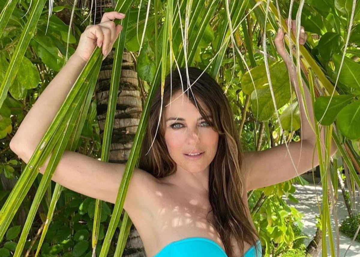 """""""elizabeth-hurley-puts-her-unbelievable-beach-body-on-display-how-can-she-be-55"""""""