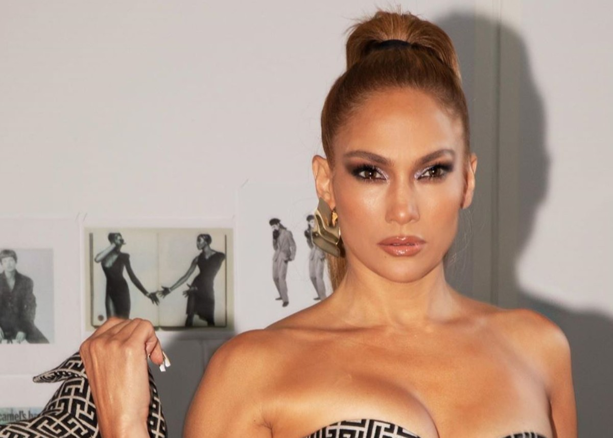 """jennifer-lopez-flaunts-her-striking-curves-in-balmain-see-the-stunning-photos"""