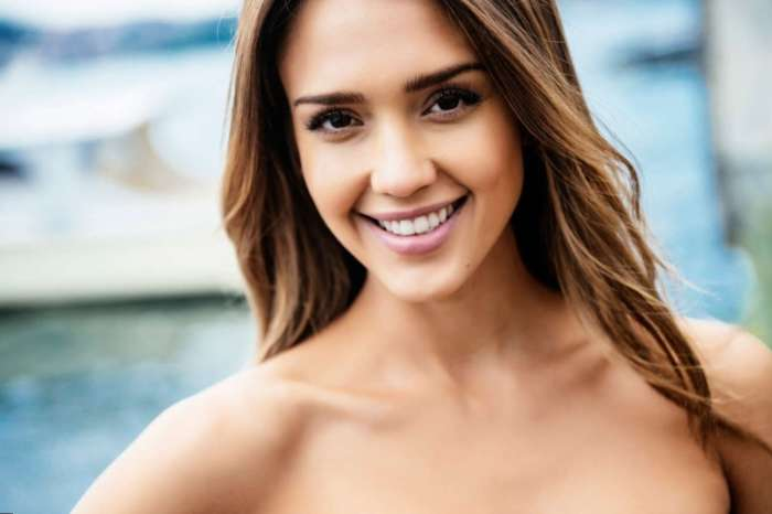 Jessica Alba Says She Was Told Not To Make Eye Contact With Cast Of Beverly Hills 90210