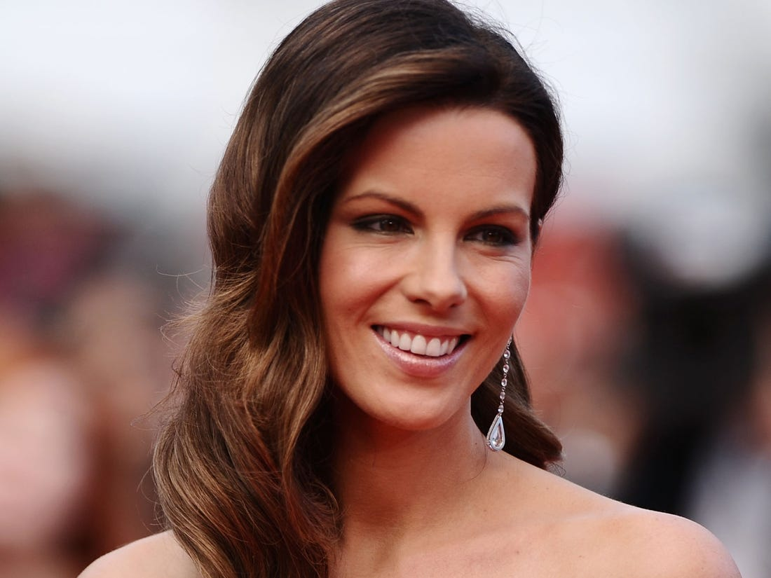 kate-beckinsale-recommends-life-changing-book-to-a-fan-dealing-with-loss