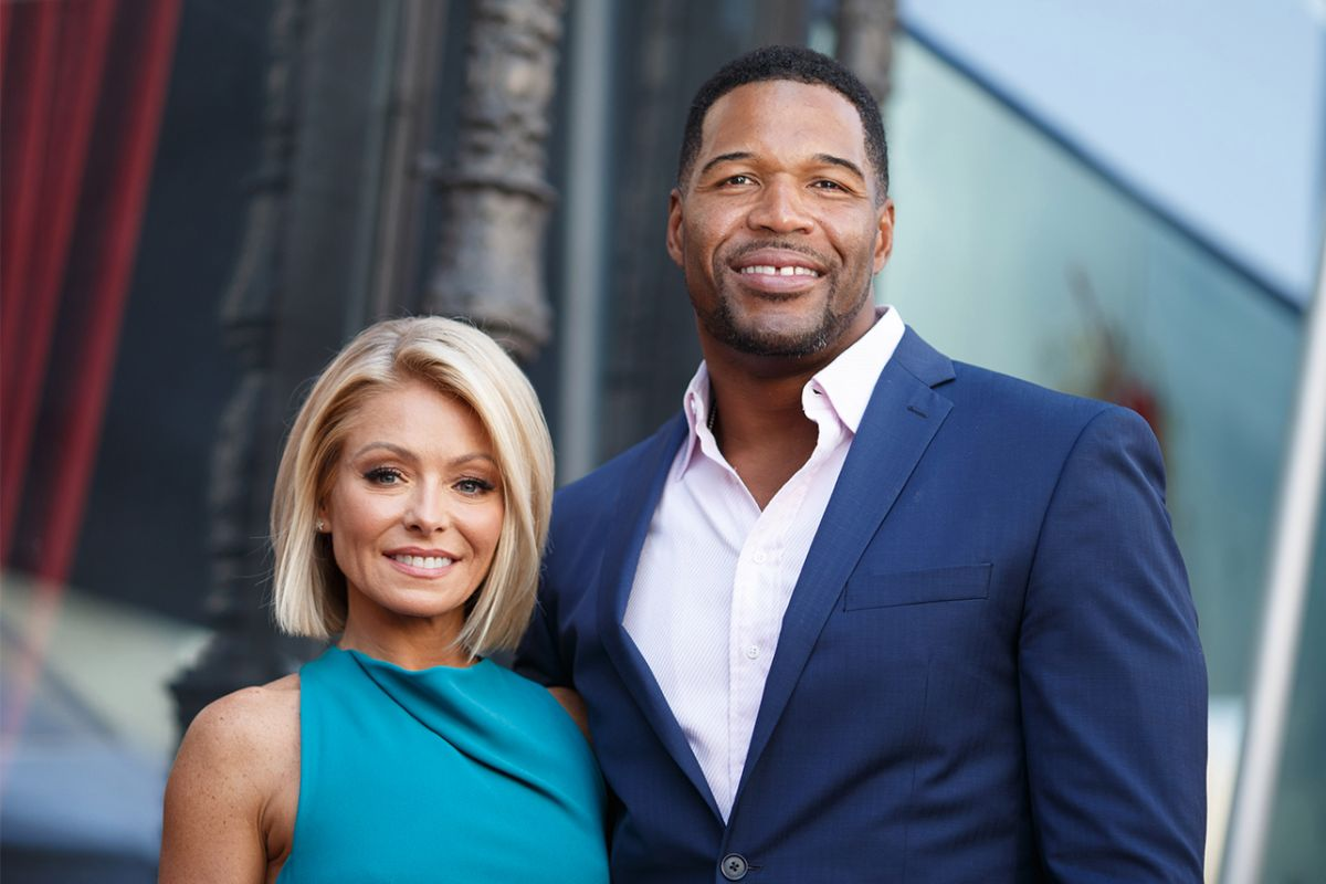 """""""kelly-ripa-comments-on-2016-michael-strahan-departure-in-new-interview-fans-say-she-is-bitter"""""""