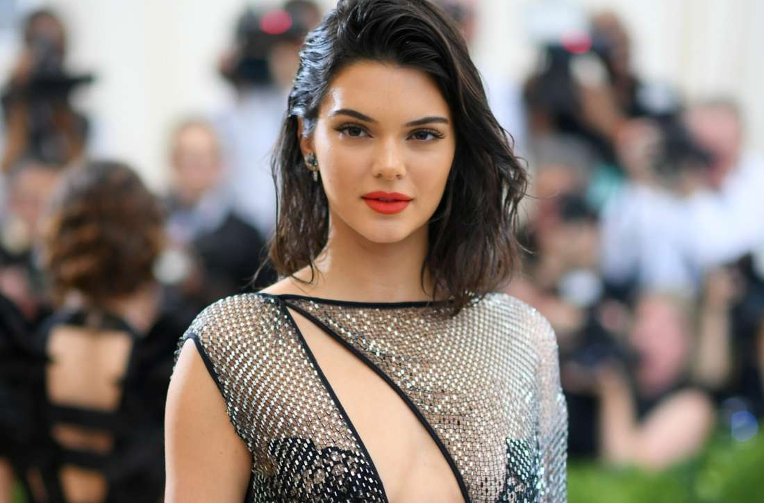 kendall-jenner-switches-it-up-with-blonde-hair-extensions