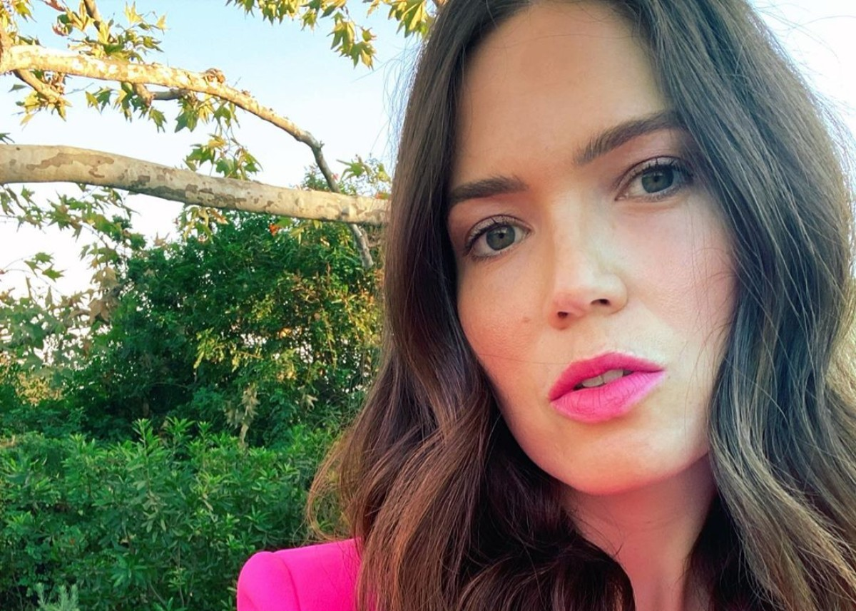 mandy-moore-dresses-her-baby-bump-in-this-hot-pink-blazer-see-the-look