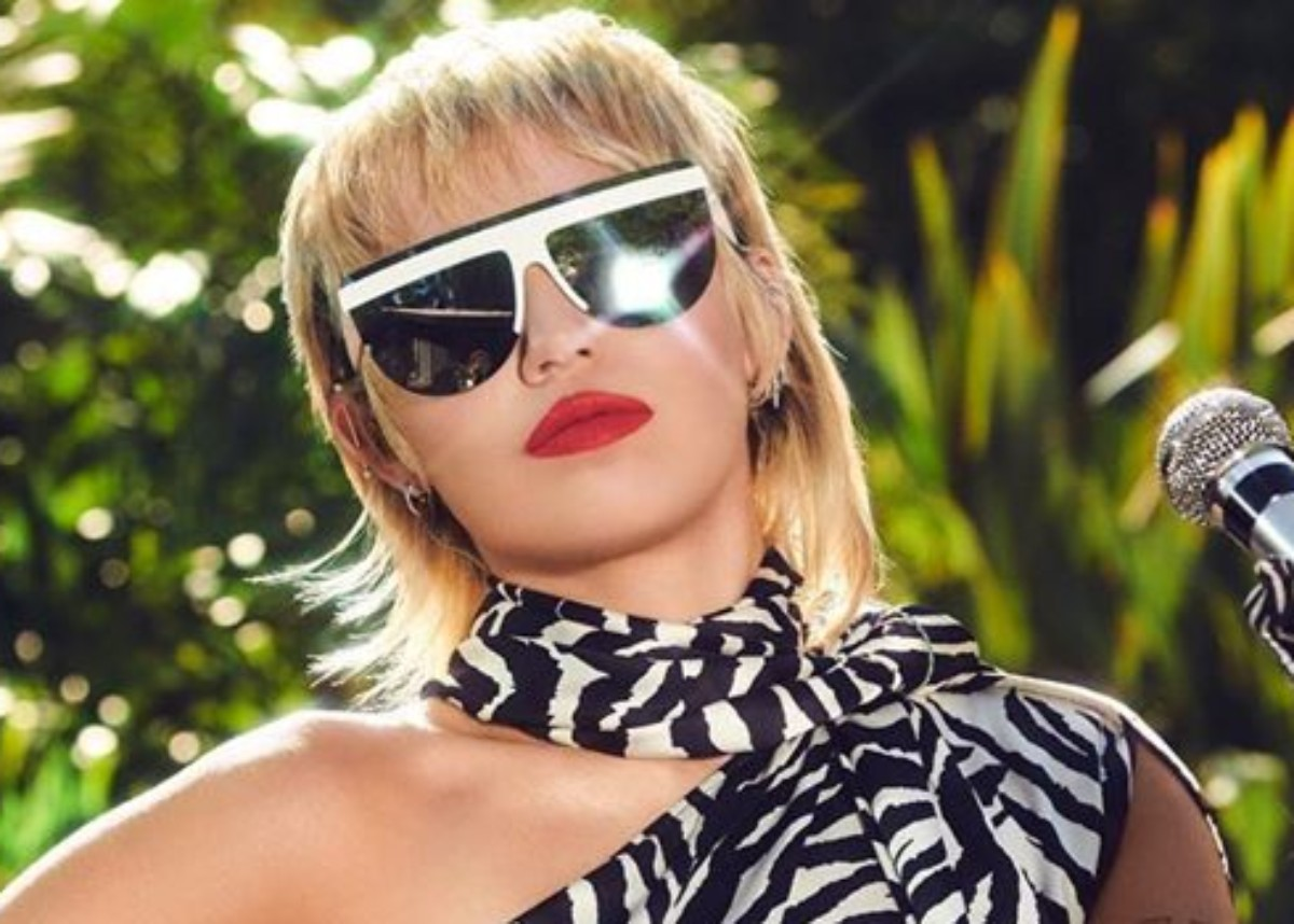 miley-cyrus-stuns-in-one-shoulder-zebra-print-dress-see-the-look