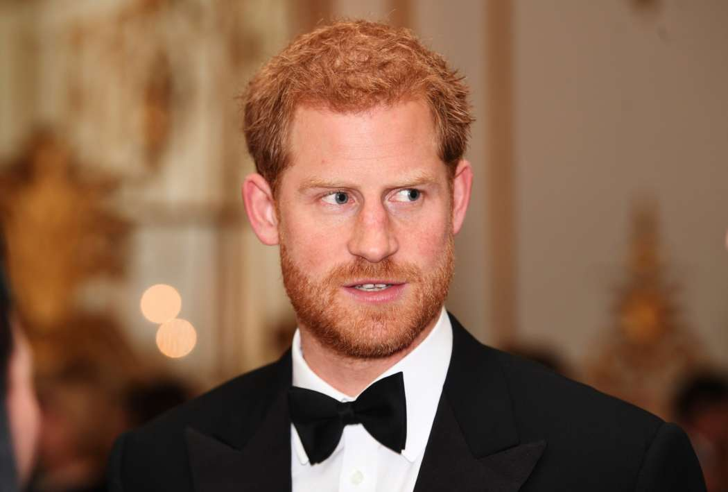 prince-harry-flies-across-the-world-for-tense-talk-with-queen-elizabeth
