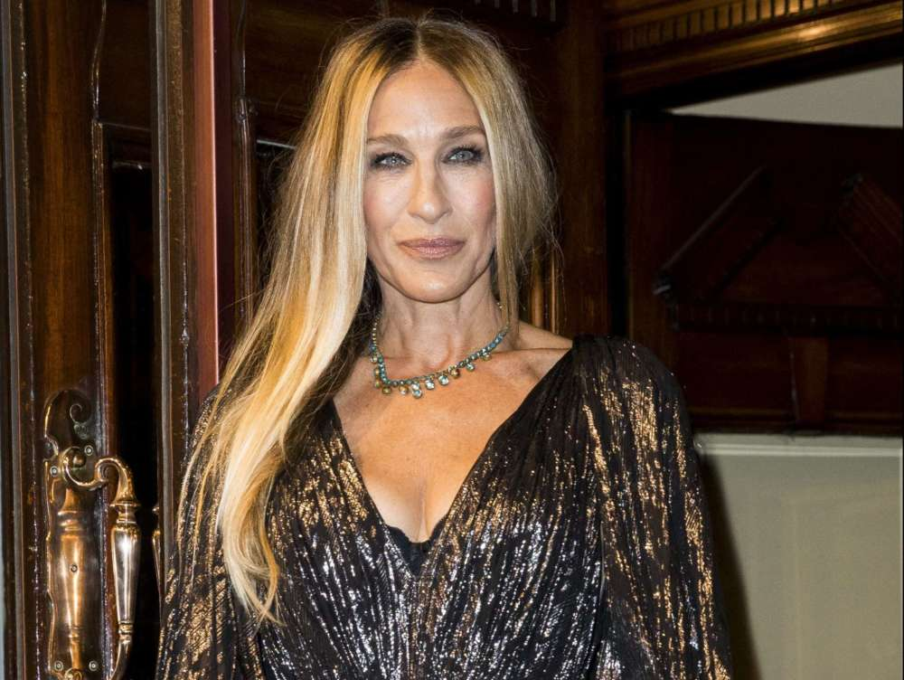 """sarah-jessica-parker-begs-new-york-city-residents-to-combine-efforts-to-save-broadway"""