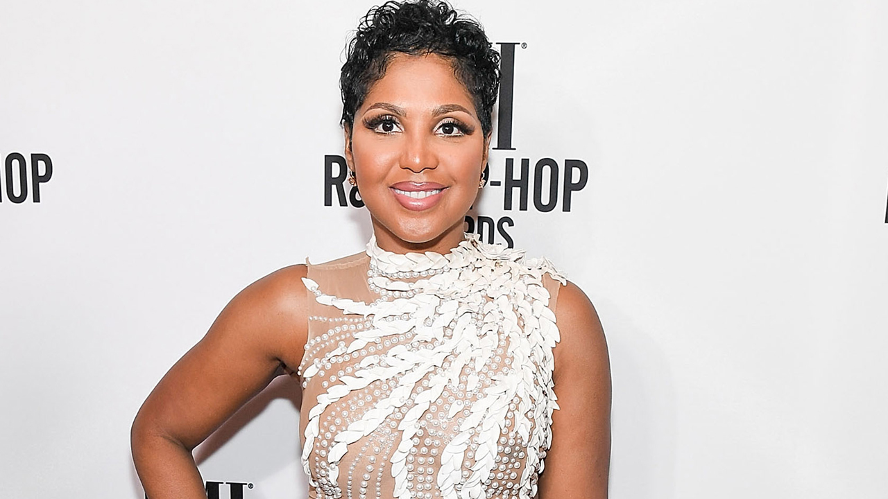 """toni-braxton-is-tricked-by-her-sister-towanda-in-a-hilarious-birthday-surprise-video"""
