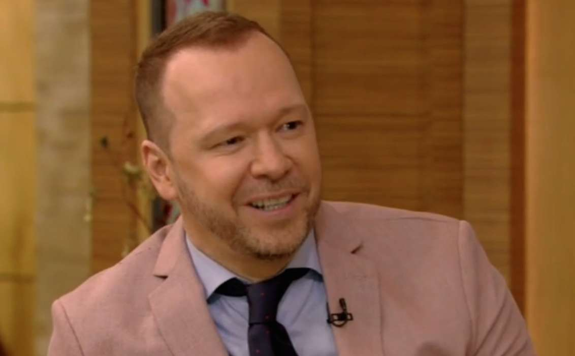 THE RIGHT STUFF: Donnie Wahlberg leaves $2,020 tip for waitress