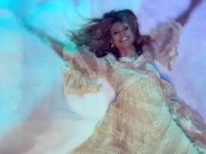 Heidi Klum Looks Like An Angel In New Video