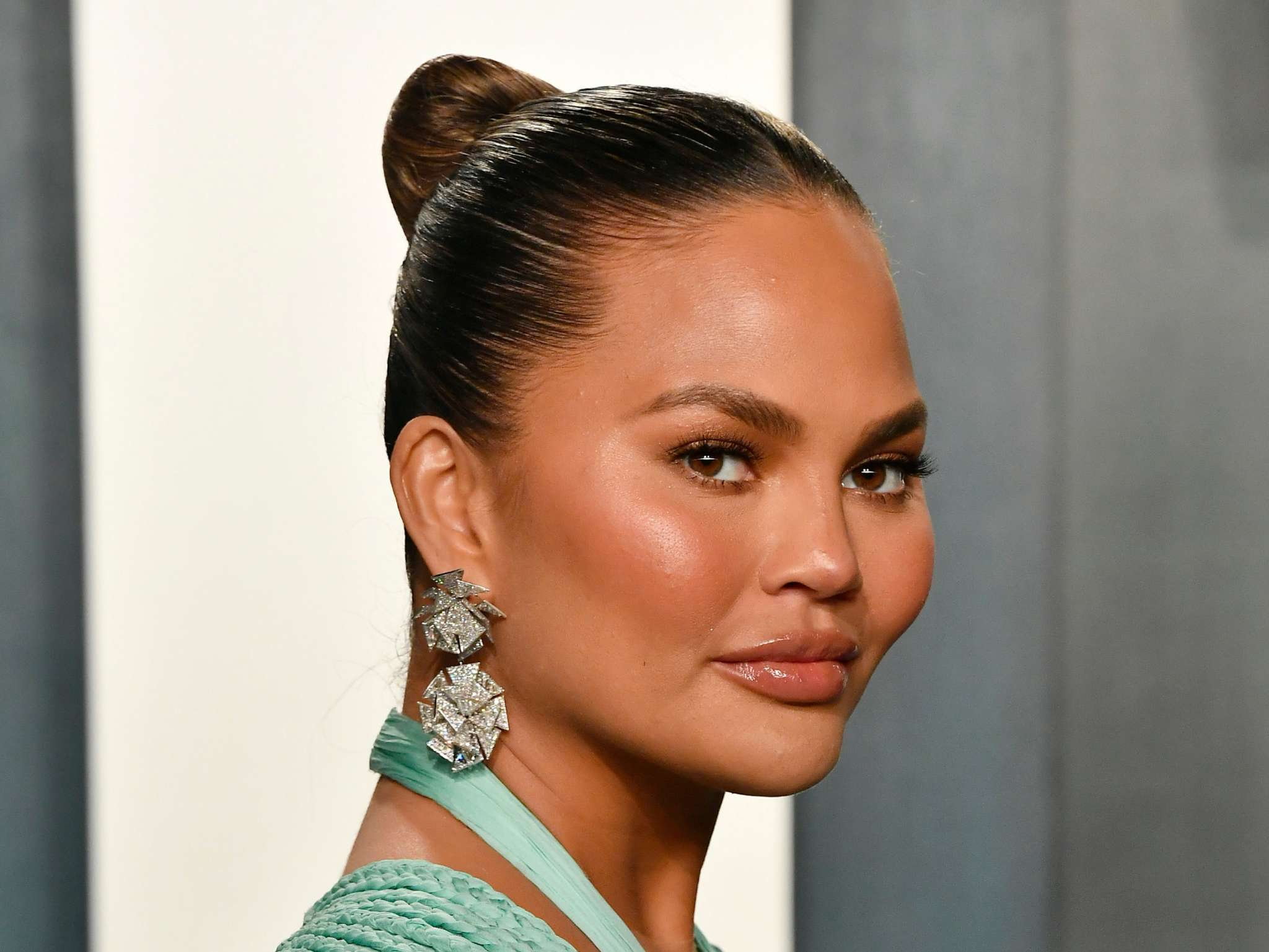 """chrissy-teigen-reveals-the-reason-why-she-decided-to-give-up-drinking-for-good-after-celebrating-a-month-of-sobriety"""