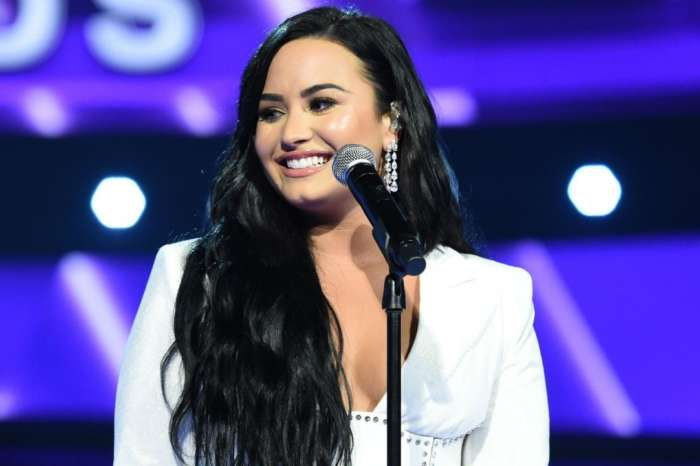 Demi Lovato Shows Off Her Stretch Marks By Tracing Them With Glitter Paint - Pics!