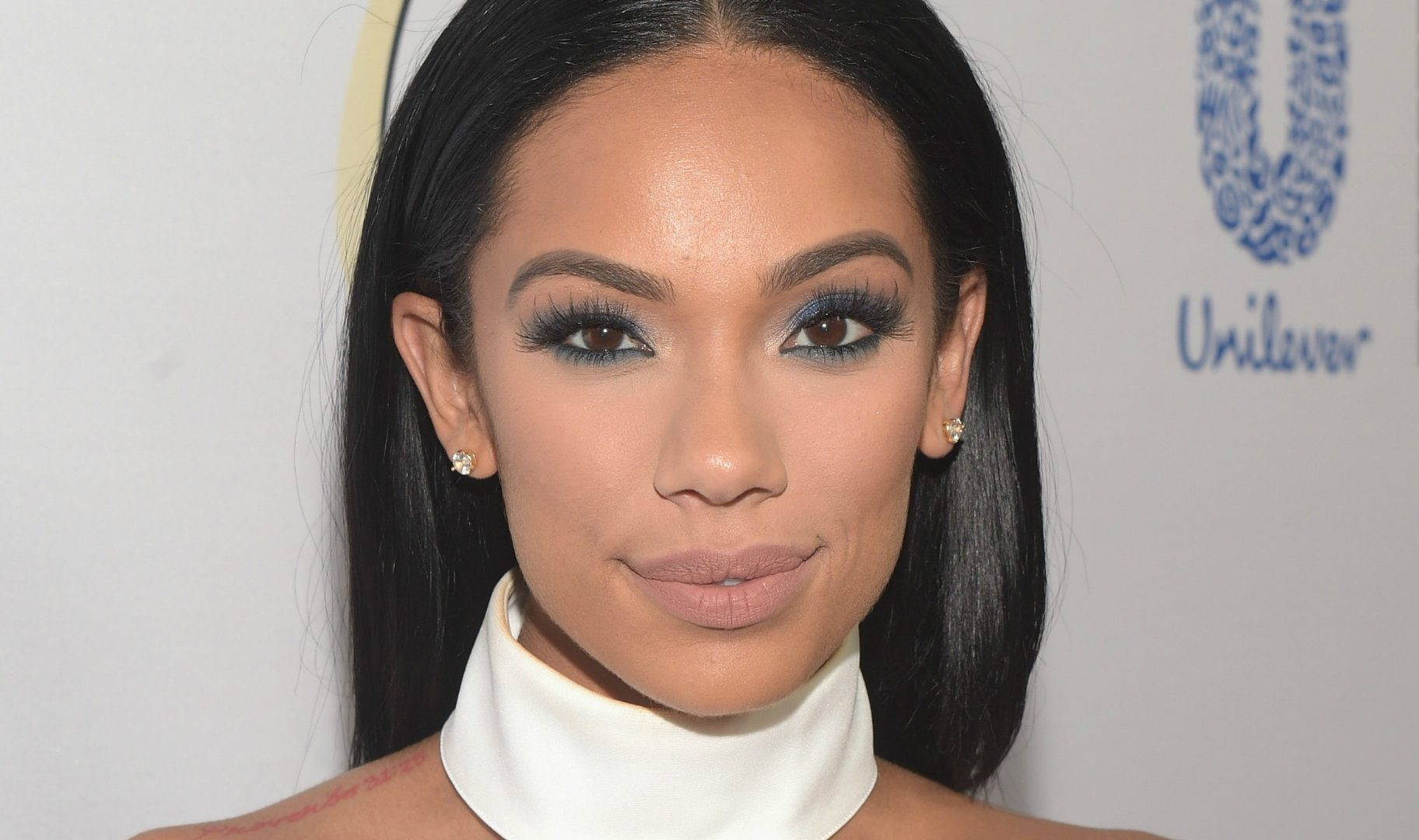 Erica Mena Is Shining In A Golden Dress For Christmas - Check Out The Amazing Home Decor