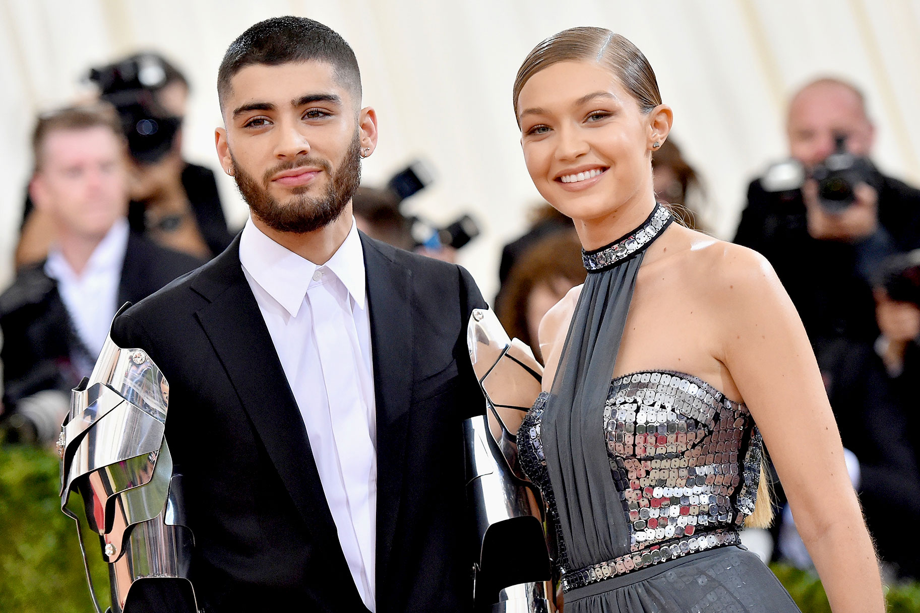 gigi-hadid-and-zayn-malik-closer-than-ever-after-spending-the-perfect-christmas-as-first-time-parents