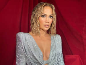 Celebrity Hairstylist Chris Appleton Breaks Down Jennifer Lopez's AMA's Wet Hair Look — How To Do It Yourself