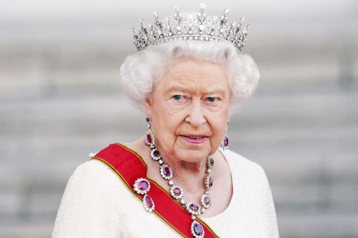 Queen Elizabeth Posts Special Message Of Hope For 2020 Christmas Eve