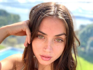Ana De Armas Lifesize Cut Out Dumped In Trash At Ben Affleck's House After Their Split