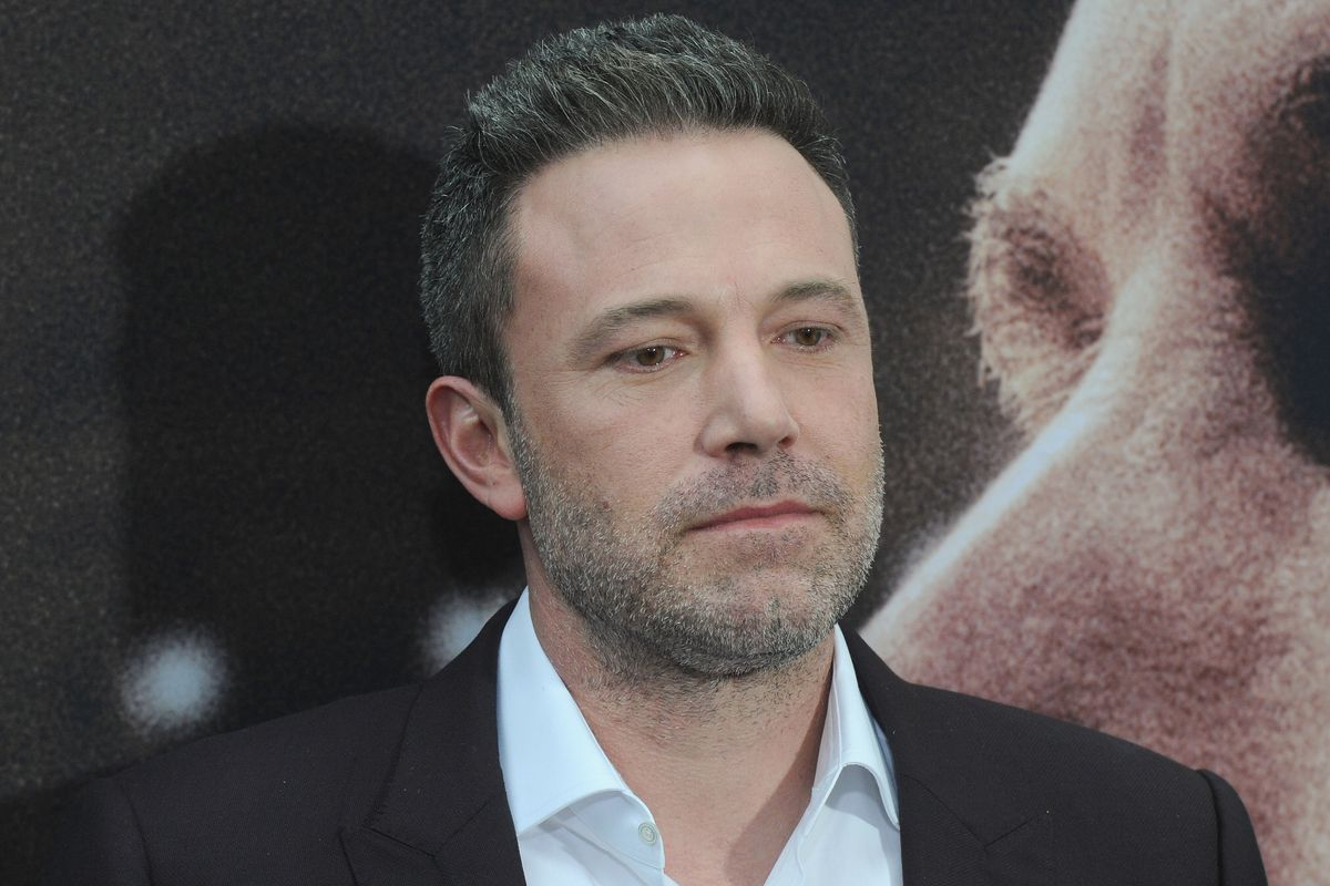 ben-affleck-struggles-to-balance-coffee-and-packages-while-his-pants-fall-down-pics