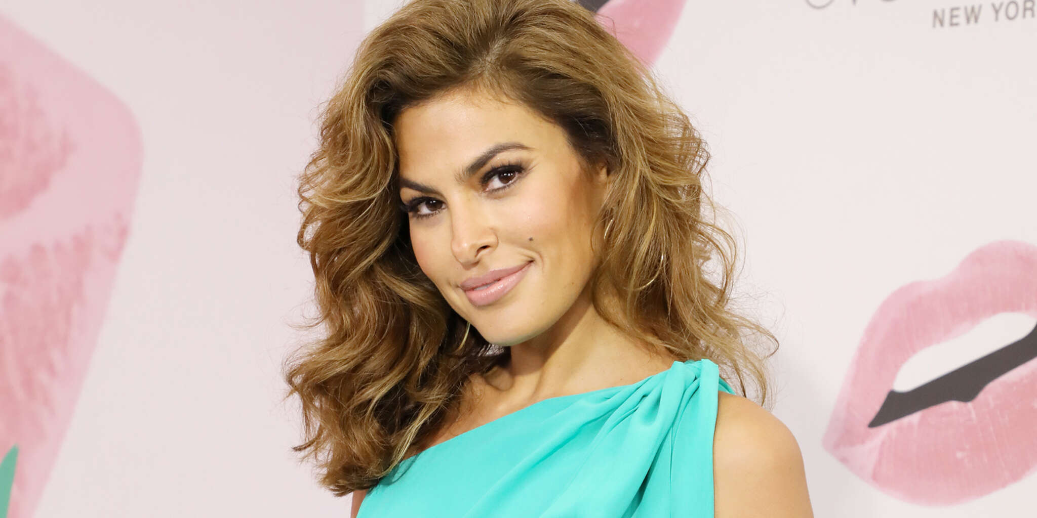 Eva Mendes wearing a Gold Band on her left hand