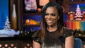 Kandi Burruss Talks To Fans About A Recent Makeup Class That Impressed Her