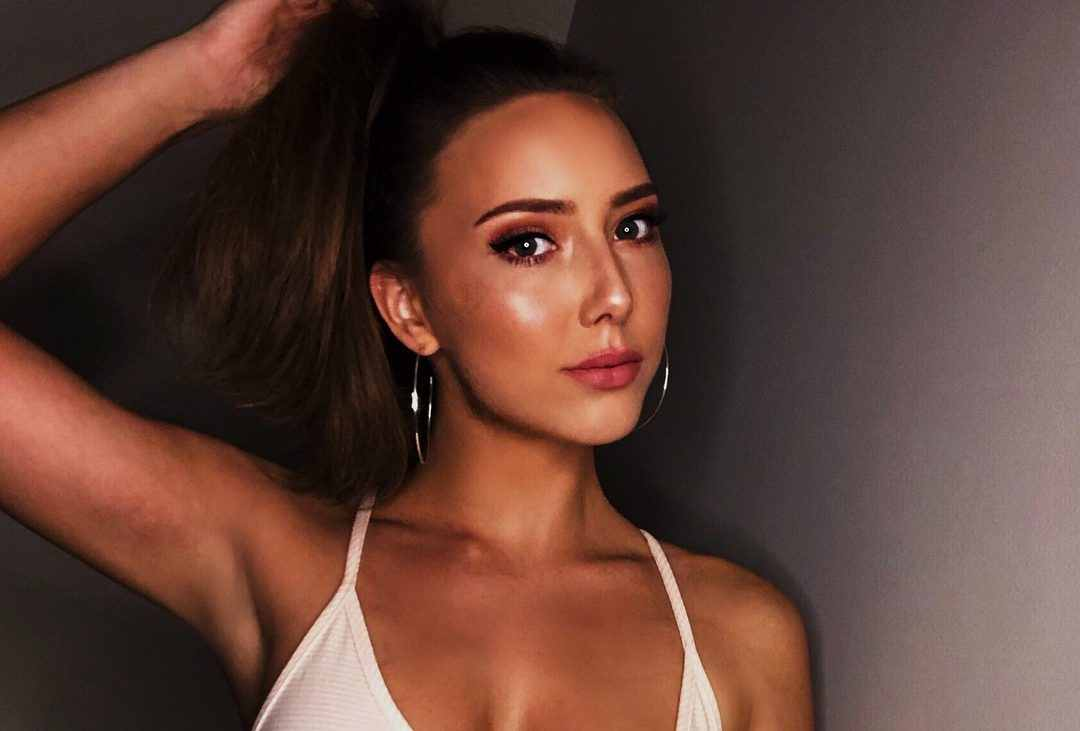 eminems-daughter-hailie-shows-off-her-abs-in-new-post-and-prays-for-2021-to-be-better-after-worrisome-first-week