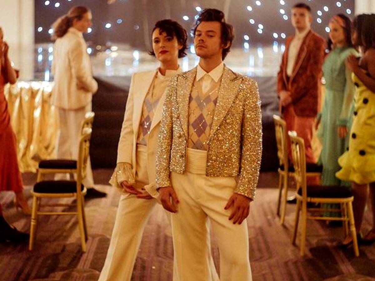 harry-styles-and-phoebe-waller-bridge-are-a-dazzling-dancing-duo-in-feel-good-video-treat-people-with-kindness