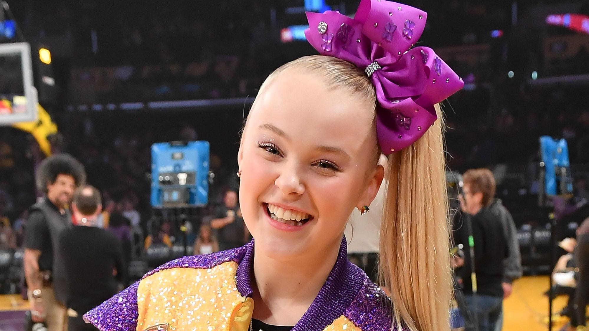 jojo-siwa-comes-out-in-a-unique-way-and-many-show-her-support