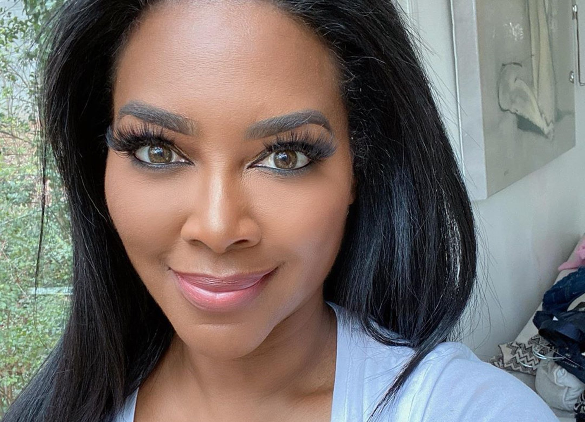 """kenya-moore-shares-a-new-look-that-impresses-fans"""
