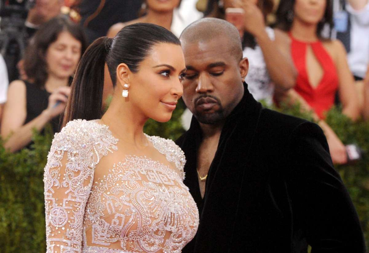 """kuwtk-kim-kardashian-and-kanye-west-reportedly-communicate-very-little-while-still-separated"""