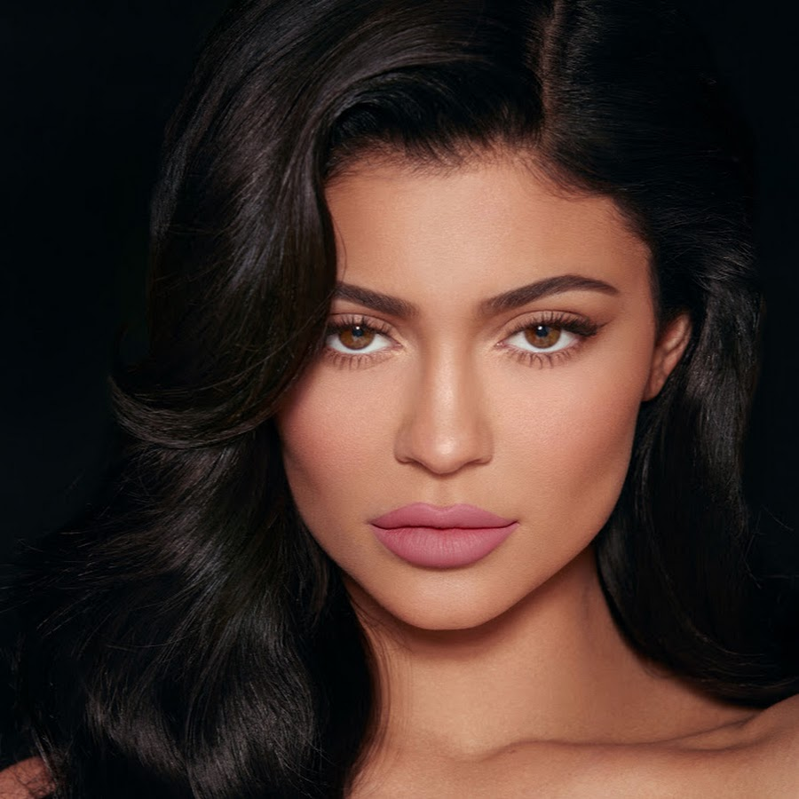 kuwtk-kylie-jenner-unfollows-her-friends-on-social-media-including-sofia-richie-and-fans-are-freaking-out
