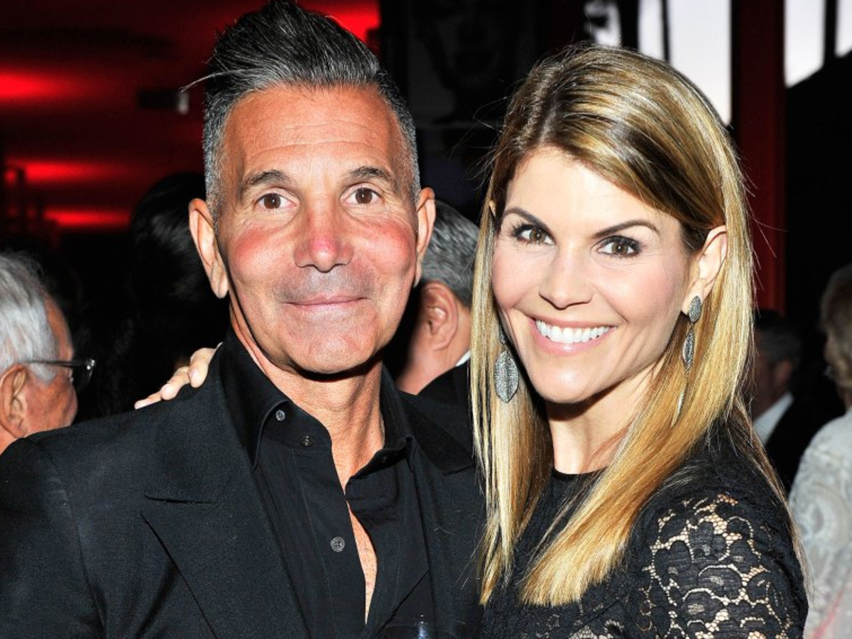 is-lori-loughlin-filing-for-divorce-from-mossimo-giannulli