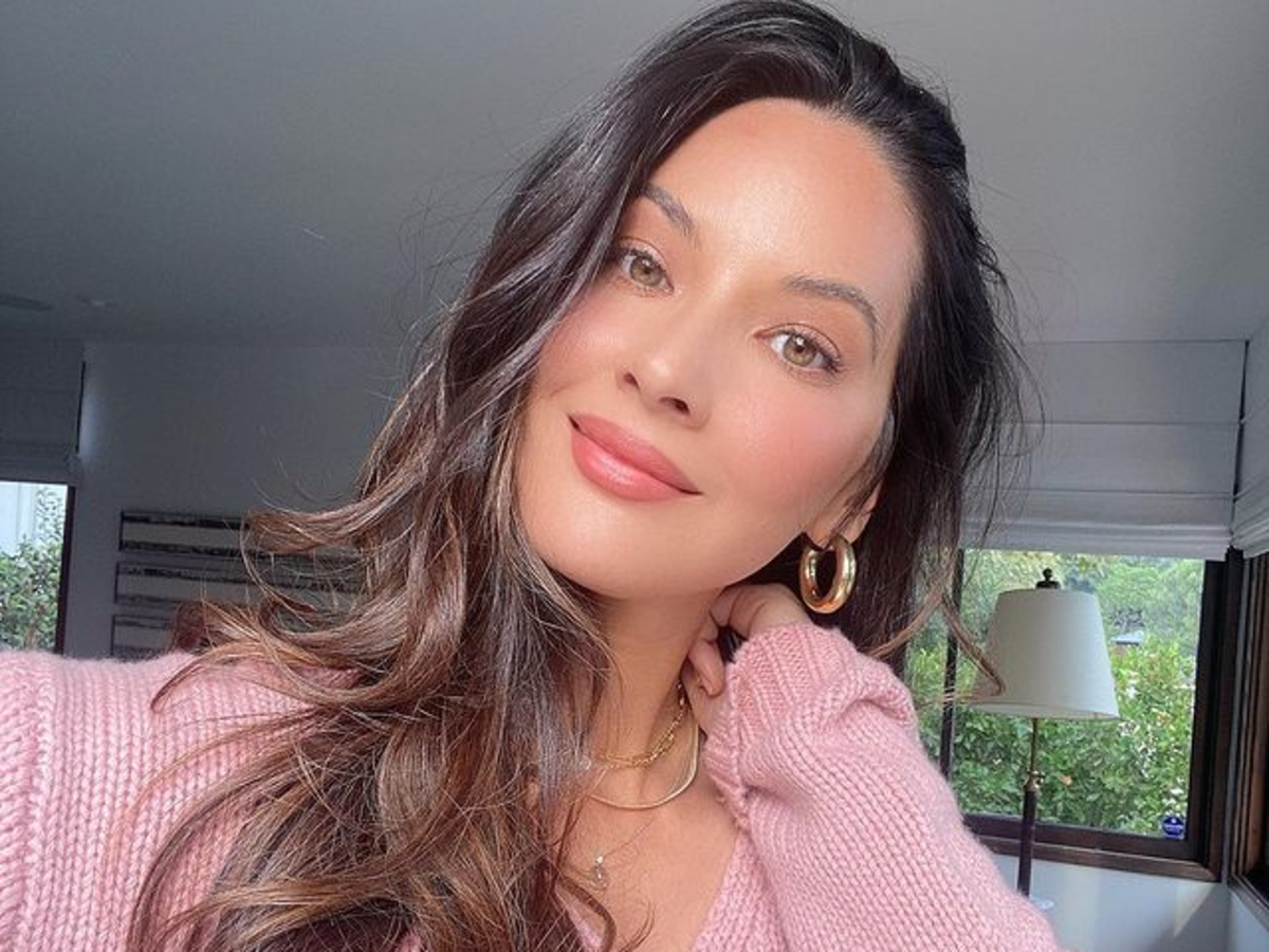 is-olivia-munn-looking-for-love-with-an-older-man