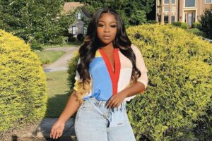Reginae Carter Flaunts Her New Cleavage While Working Out - Check Out Her Tiny Waist As Well