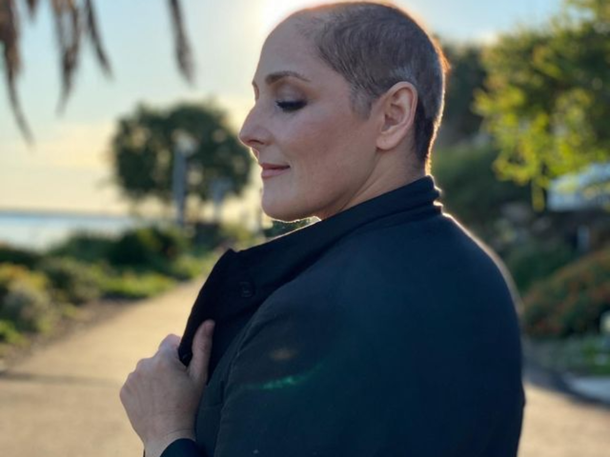 ricki-lake-reveals-longer-new-hairstyle-after-shaving-her-head