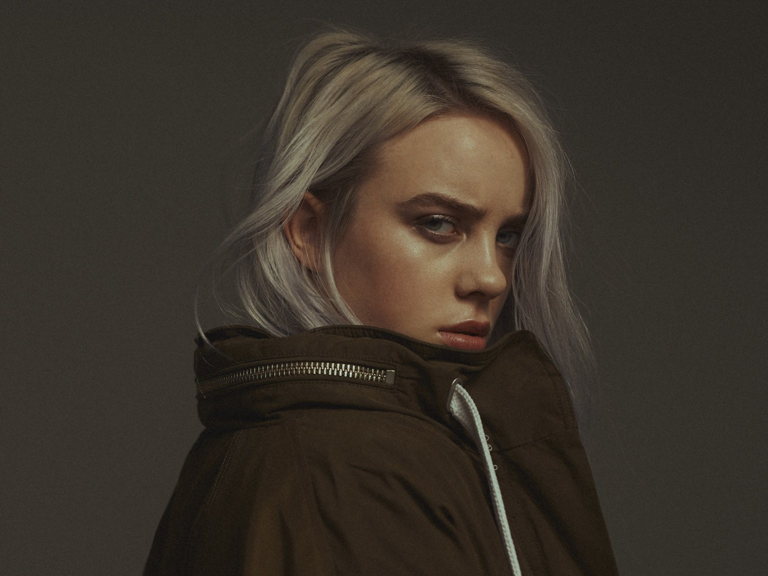 billie-eilish-files-for-restraining-order-against-man-sending-her-extremely-disturbing-letters-and-stalking-her