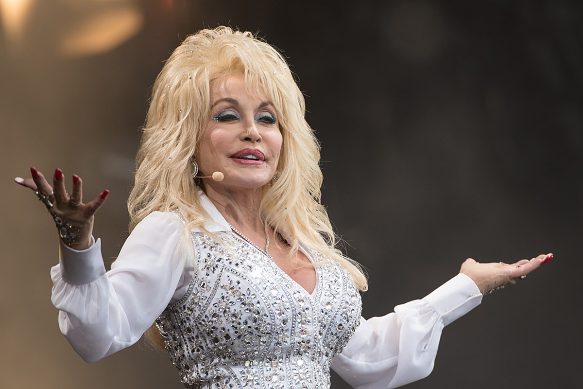 """""""dolly-parton-fans-praise-her-for-turning-down-medal-of-freedom-honor-from-donald-trump-twice-heres-why"""""""