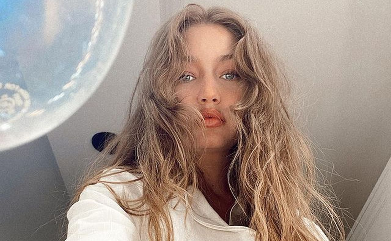 gigi-hadid-puts-her-baby-bump-on-full-display-in-two-piece-bathing-suit
