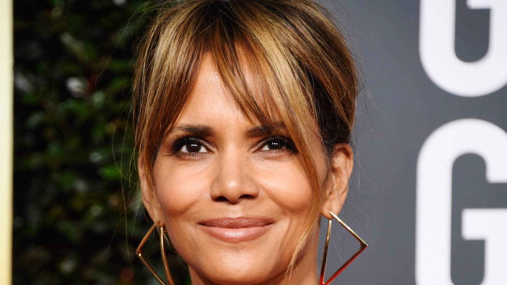 """halle-berry-has-great-response-to-hater-saying-she-cant-keep-a-man"""