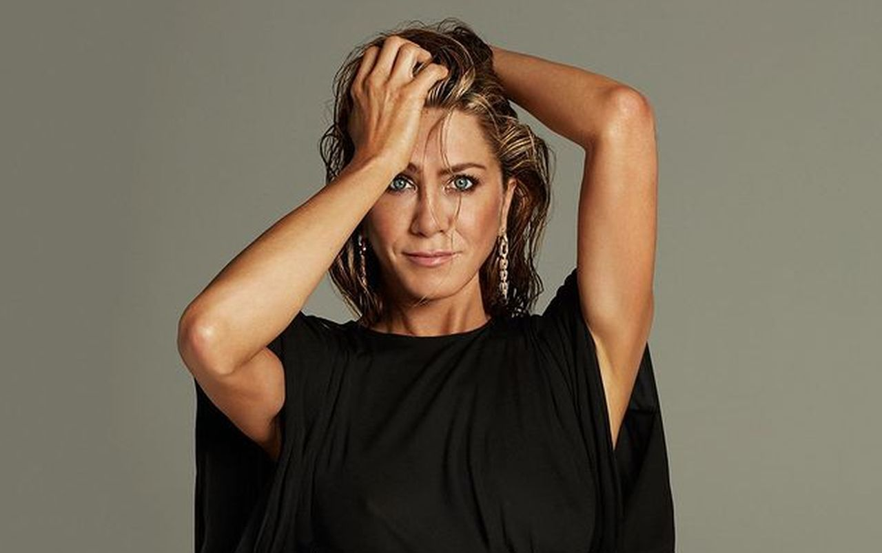is-jennifer-aniston-turning-into-an-oompa-loompa-from-too-much-spray-tan