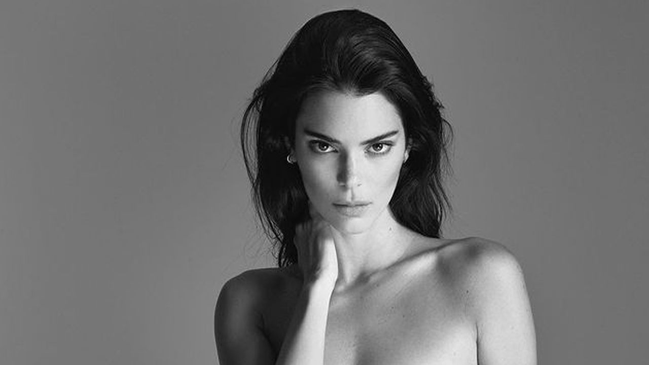 """""""kendall-jenner-accused-of-body-filter-fail-after-apparent-glitch-shows-in-her-instagram-video"""""""