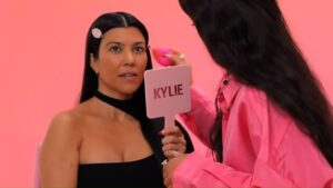 Kylie Jenner Gives Kourtney Kardashian A Makeover