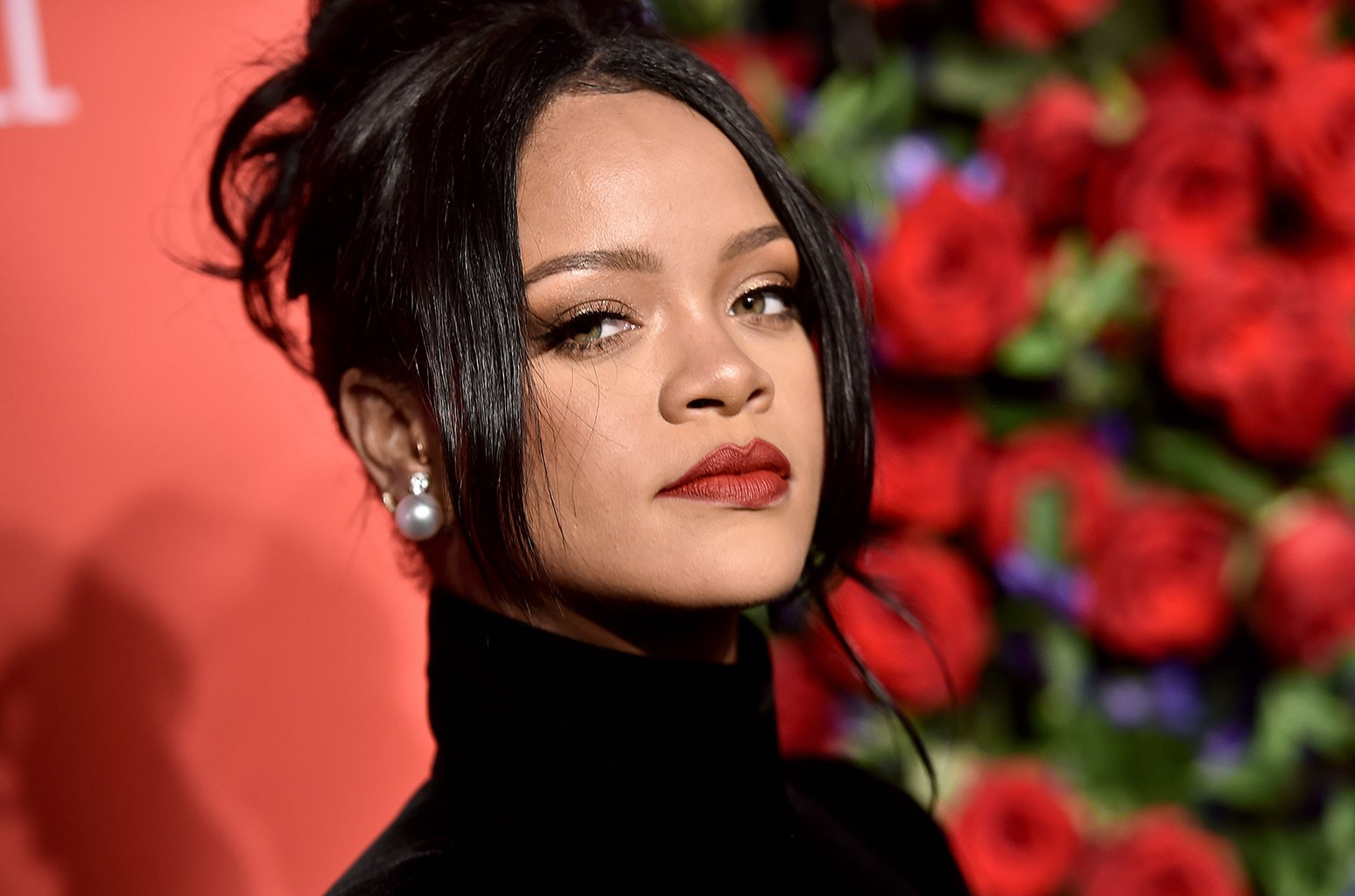 rihanna-drops-her-clothes-and-shows-out-for-the-gram-see-the-photo-that-has-fans-losing-their-minds