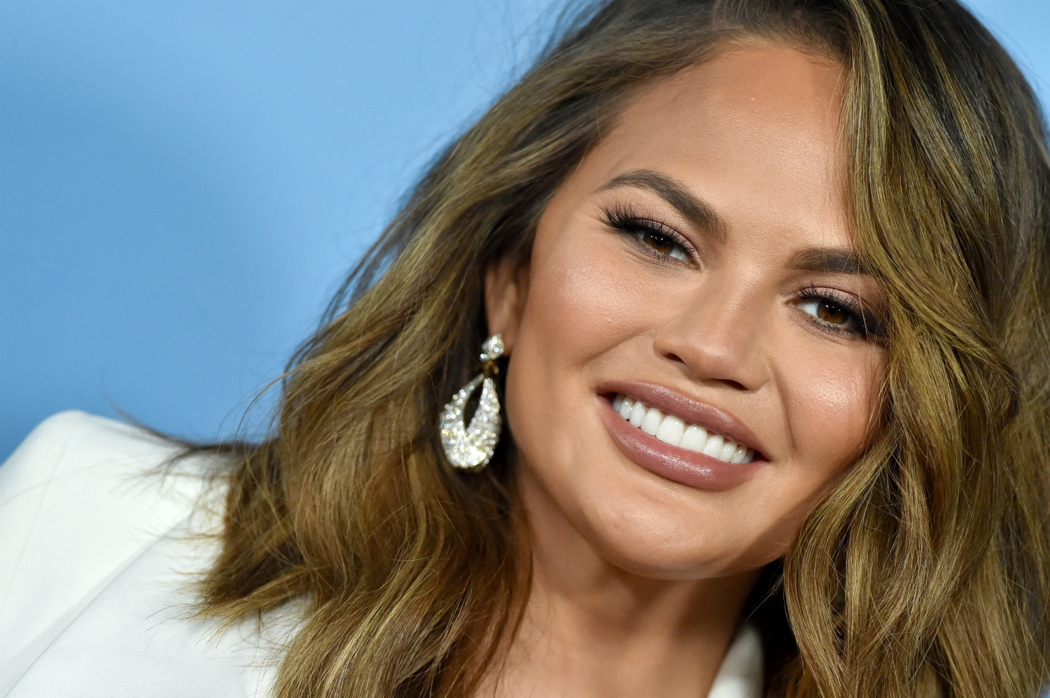 chrissy-teigen-deletes-her-twitteraccount-after-admitting-it-no-longerserved-her-positively