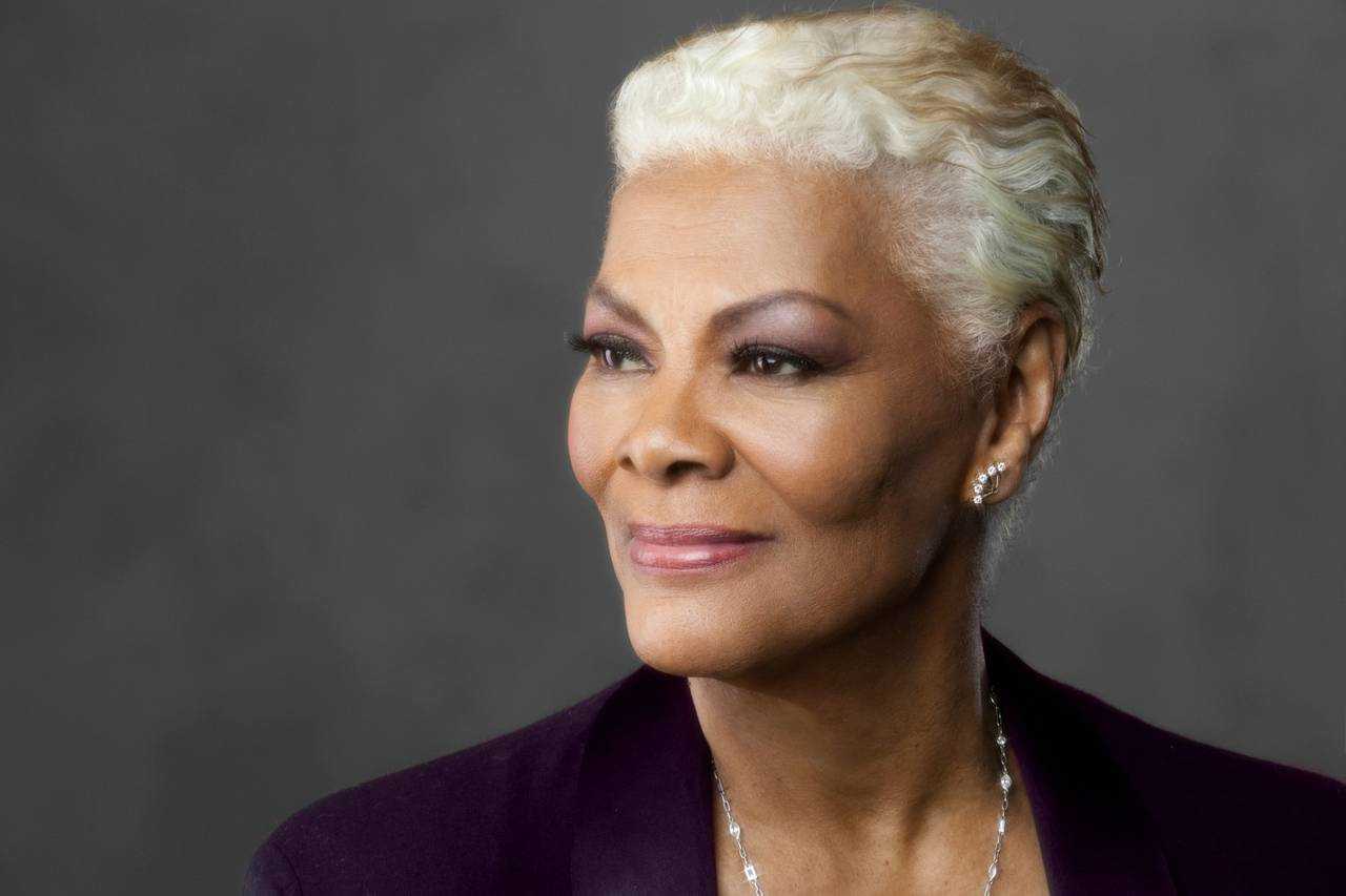 dionne-warwick-is-taking-over-twitter-will-write-your-bio-but-not-her-own