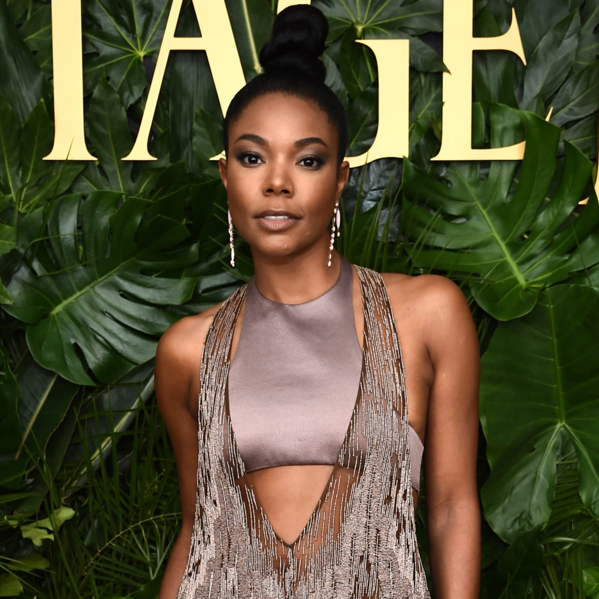 gabrielle-union-and-dwyane-wade-are-teaching-kaavia-james-how-to-play-soccer