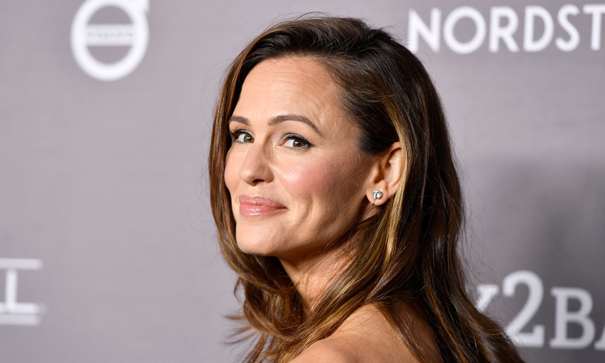 jennifer-garner-just-got-her-ears-pierced-for-the-first-time-at-48-heres-why-she-waited-for-so-long