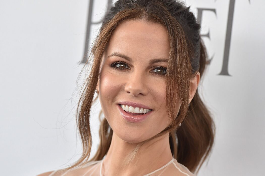 kate-beckinsale-shows-off-her-new-blonde-look-for-upcoming-tv-series