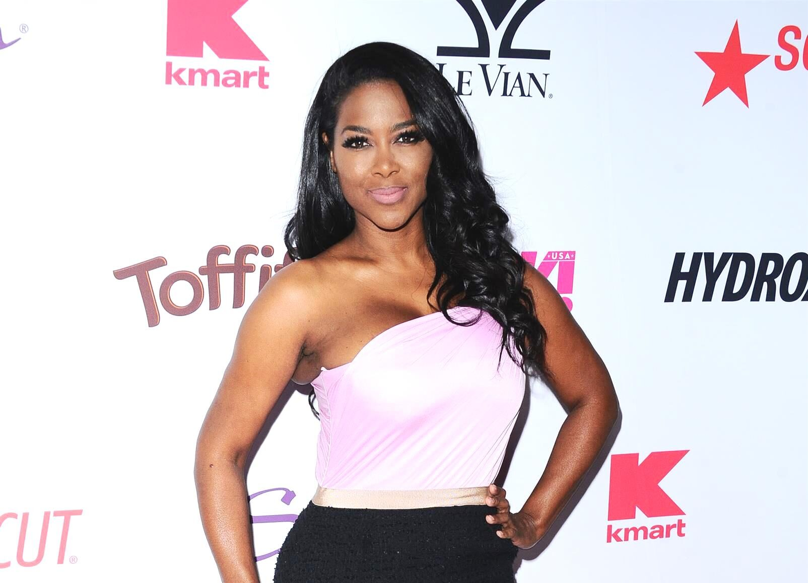 kenya-moore-shares-a-clip-about-kenya-moore-hair-which-has-fans-in-awe-check-it-out-here